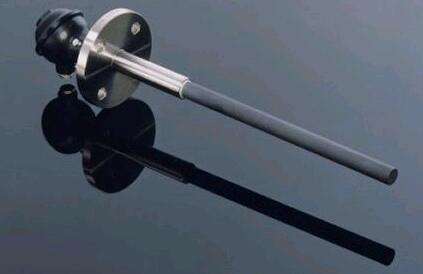 耐磨热电偶是由耐磨头、连接杆、安装固定用的螺纹或法兰、接线盒、热电偶芯或热电偶丝等部分组成,具有高强度耐磨的特点被广泛应用钢厂,电厂,水